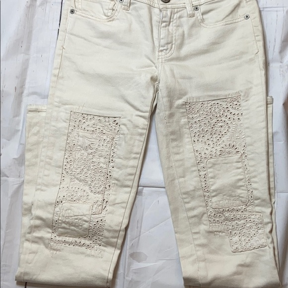 American Eagle ivory Jeans Size 0  -  B0319